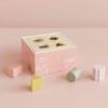 Kép 6/8 - Little Dutch pink fa formabedobó kocka