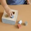 Kép 2/7 - Little Dutch kék fa formabedobó kocka