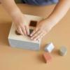 Kép 3/7 - Little Dutch kék fa formabedobó kocka